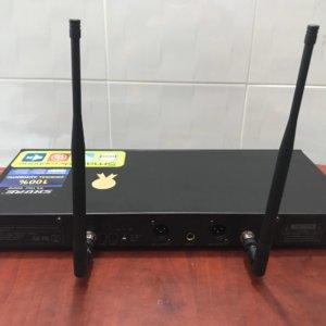 Mặt sau Micro Shure UR28D Plus